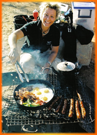 Catrin cooking breakfast, Australia Outback Tours, Outback Australia Adventures, Outback Tours, Adventure Australia, Australia Tours, Red Centre, Ayers Rock, Kangaroo Island, Barossa Valley, Coober Pedy, Uluru, 4WD Tours, German Guide